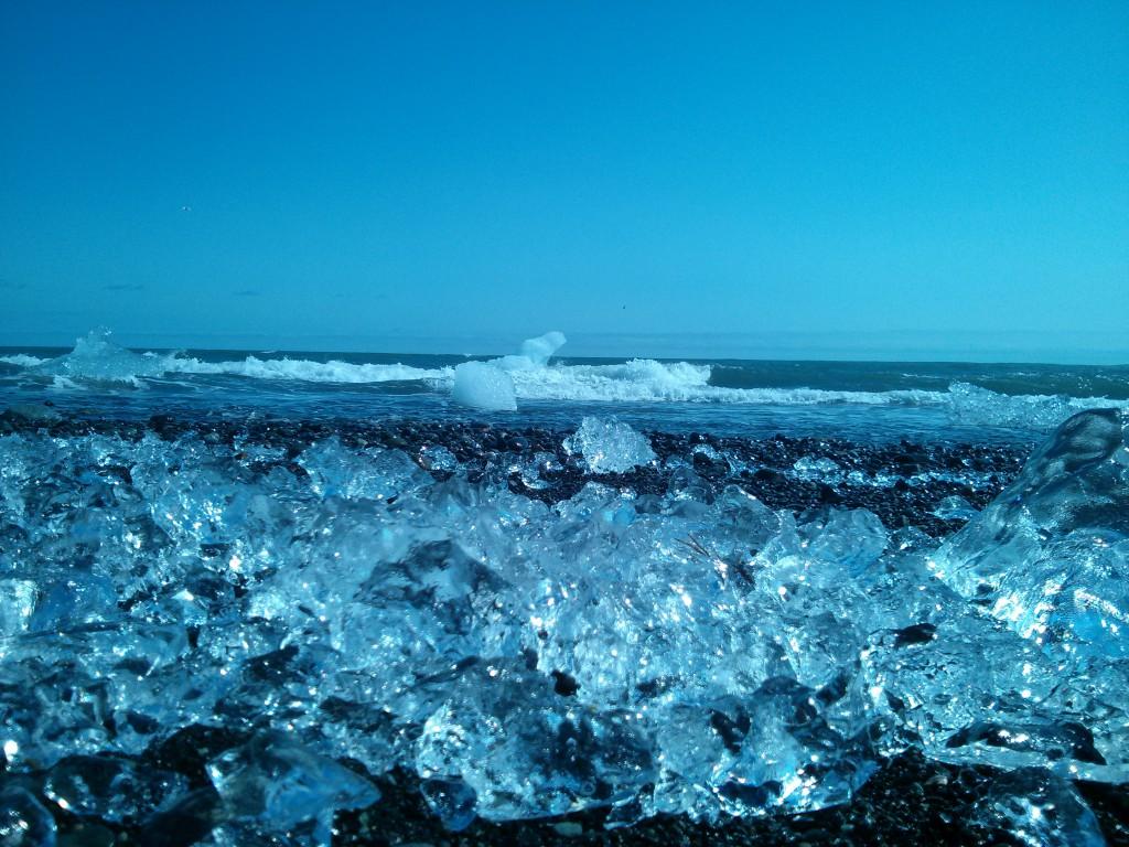 Eis am Basaltstrand