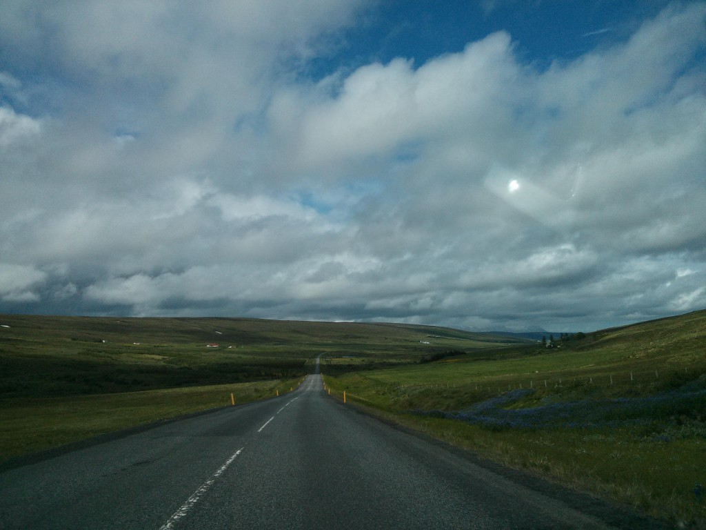Eine typische Straße in Island